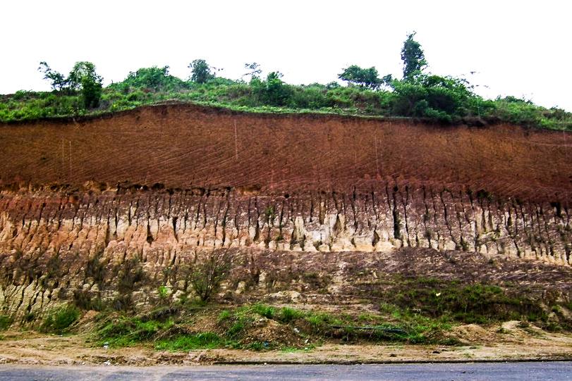 Erosão de solo em Santo Antônio de Pádua, município no noroeste do estado do Rio de Janeiro, 2008.