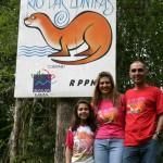 Fê, Chris e Nando - Entrada da Reserva Rio das Lontras - 11dez05 - foto Fernanda Kock